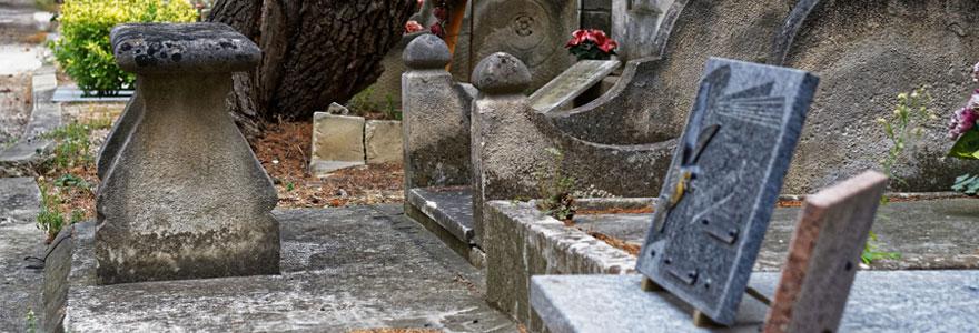 plaque funéraire en pierre